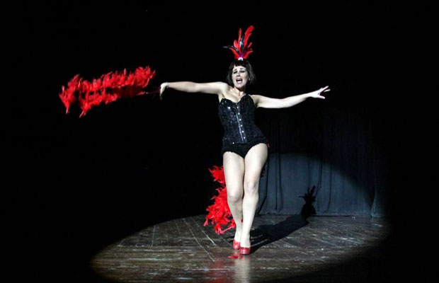 burlesque-barcelona-actuacion-Vedette-Marina-Salvador