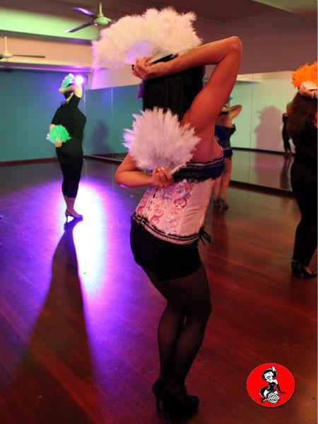 clase-Abanicos-plumas-Burlesque-Barcelona-3