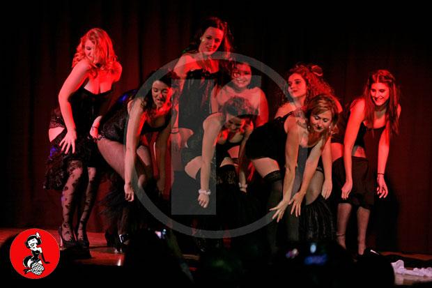 Actuacion-burlesque-barcelona-marina-salvador-plumeros-3