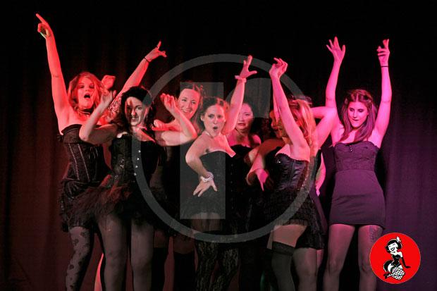Actuacion-burlesque-barcelona-marina-salvador-plumeros-5