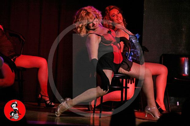 Actuacion-burlesque-barcelona-marina-salvador-sexy-chair-2