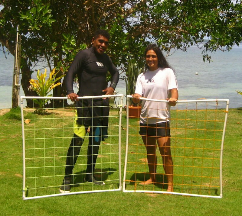 Tiarana Mitchell and Taitusi Dradra working with Marine Ecology Consulting and surveying for coral bleaching
