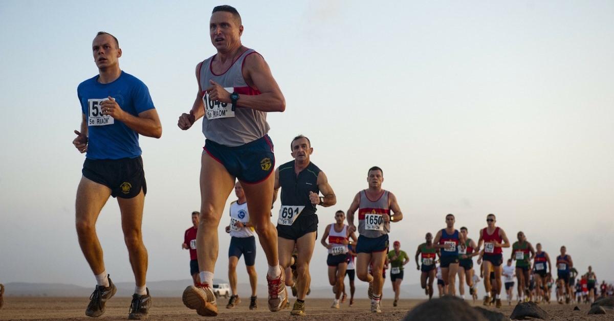 Immagine Aziendale Definizione - Foto Di Persone Che Corrono Sulla Spiaggia
