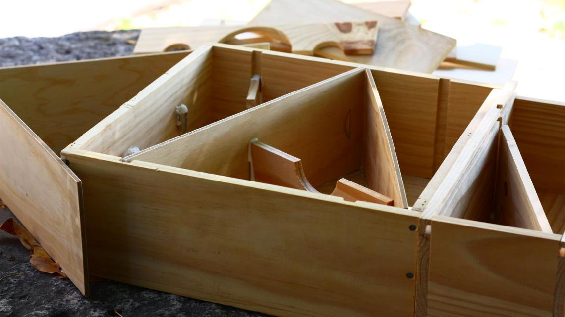 Recycling wine wooden cases: Making an Insects' Home