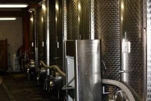 cave à vin avec cuves en inox