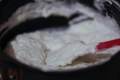bûche-de-noël-chocolat-noir-mousse-granny-smith-coeur-creme-brûlée (14 of 17)