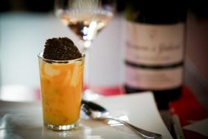 verrine de cappuccino de potimarron, crème montée aux éclats de truffe