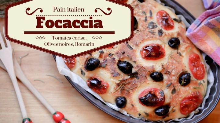 Focaccia aux tomates cerises, olives noires, romarin et blé dur