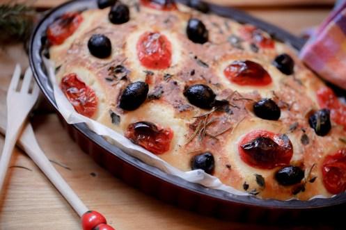 Foccacia-tomates-cerise-olives-noires-romarin-semoule-de-ble-dur (19 sur 24) (Large)