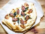 recette de focaccia figues blanches, jambon et mozzarella