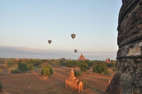 Premier lever de soleil Bagan
