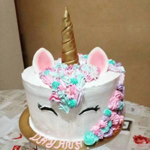 torta di panna unicorno