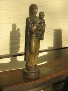 Madonna met kind, keramiek, 21 x 6 cm(ca 1932)