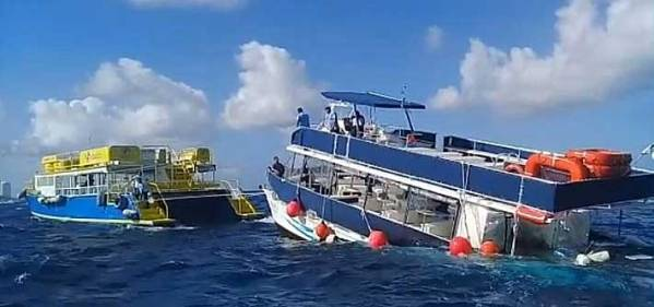 Boat Sinking in Cozumel