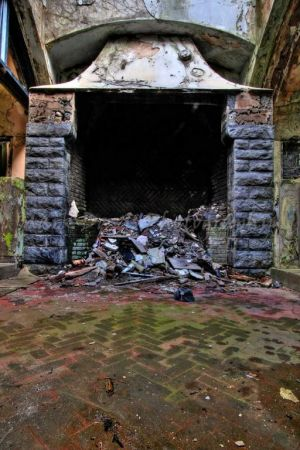 Grand_Fireplace_sm.jpg