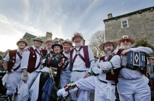 grassington_dancers_december_11_2010_image_1_sm.jpg