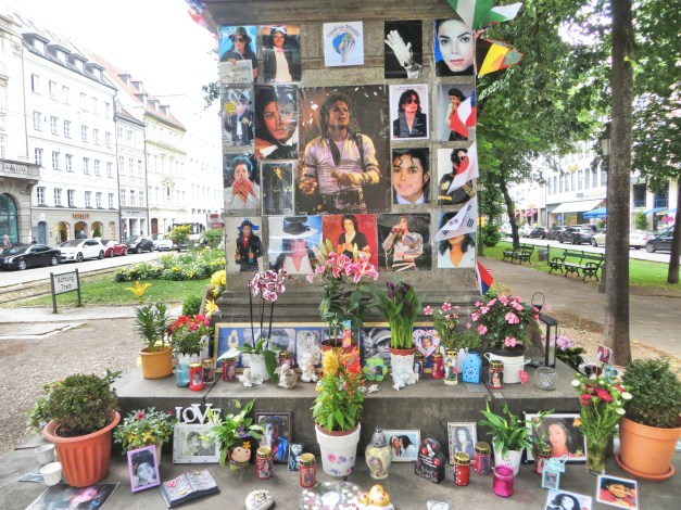 And finally from great art to … kitch. Across the street from a hotel where Michael Jackson once stayed is a huge tribute to him. I understand that it might have appeared in the hours after he died but that was over six years ago. In Munich, though, they still mourn.