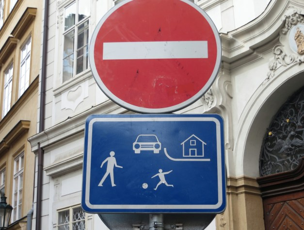 One of the things the world has gotten right over the last few decades is traffic signs that you can understand no matter what your language is. This sign is a big fail though - we saw it in several places and could never figure out what the hell it meant.