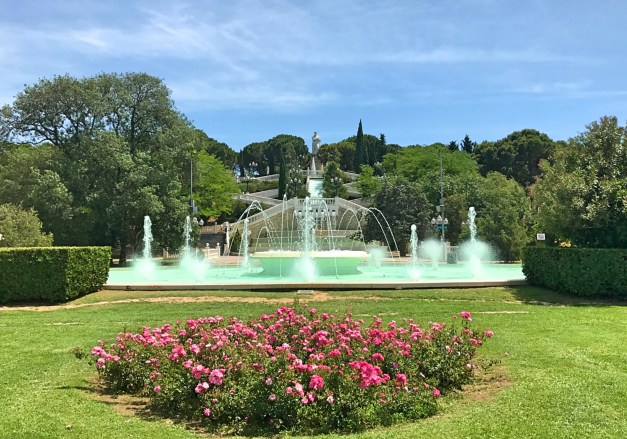 The Parque Grande with fountains and, at the top, King Alfonso I, the guy who   expelled the Moors in the 12th century