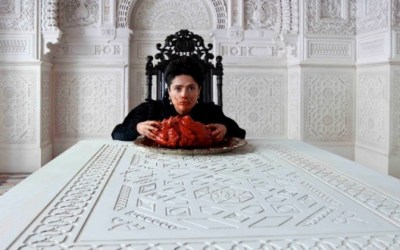 tale_of_tales_Salma-Hayek_eating_heart_620x330
