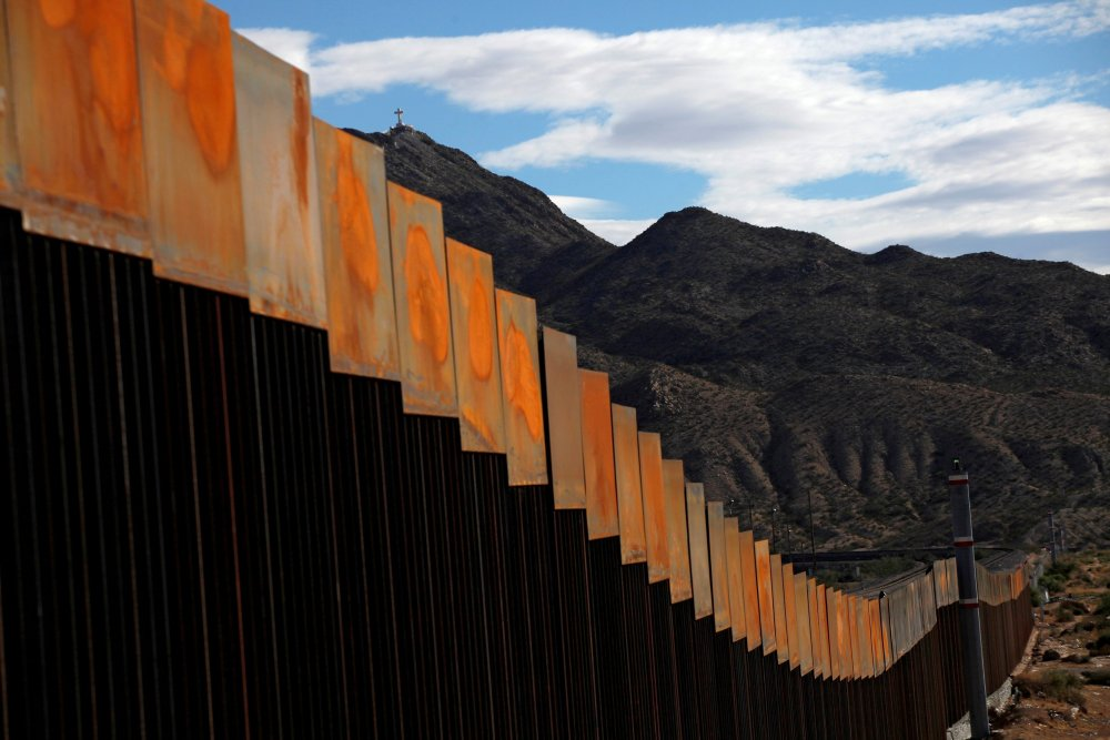 A view of the U.S.-Mexico border between Sunland Park, Texas, and Ciudad. PHOTO:wall street journal