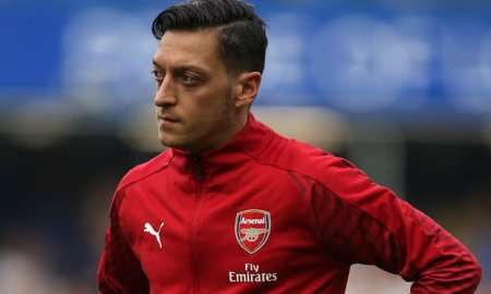 Unai Emery: Mesut Ozil should go