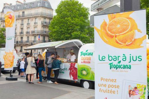Dans son camion arrondis aux allures d'American Truck, Tropicana a sillonné la France pendant l'été pour faire déguster ses produits.