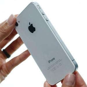 El iPhone 4 se enfrenta a las primeras críticas