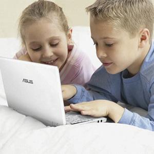 Los padres, al margen de los movimientos de sus hijos en internet