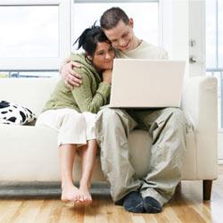 En internet los hombres comparan y las mujeres compran