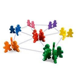 Mantener el contacto con amigos y conocidos es el principal motivo para participar en las redes sociales