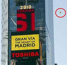 Una campaña madrileña provoca una alerta alienígena en Manhattan