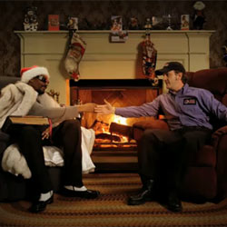 El rapero Snoop Dogg reinventa un clásico cuento navideño para Pepsi