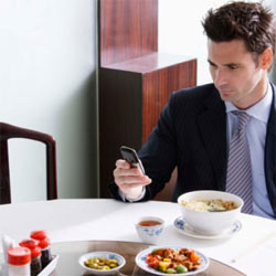 """La hora de la comida es el """"prime time"""" de la publicidad móvil"""