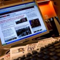 El 32% de los internautas combina la lectura de prensa online y en papel, según la AIMC
