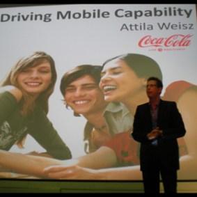 """""""Todos tendrán un móvil en una mano. Nuestro deseo es que lleven una Coca-Cola en la otra"""", A.Weisz en MMA Forum"""