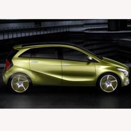 Mercedes y Toyota, las marcas preferidas para comprar un coche eléctrico