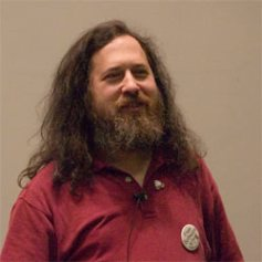 """Richard Stallman y su """"alegría"""" por la marcha de Steve Jobs"""