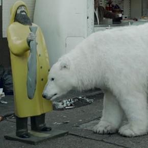 Un oso polar sin hogar en Londres: la última acción de Greenpeace contra petroleras como Shell