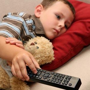 La publicidad en televisión sólo alienta el materialismo en los niños más infelices