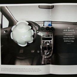 Peugeot lleva los airbags del coche a las revistas