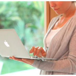 Más de la mitad de las usuarias de Mac tienen pecas y un 2%...¡el pelo azul!