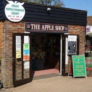 """Harta de ser confundida con una Apple Store, la tienda de zumos """"The Apple Shop"""" decide cambiar de nombre"""