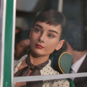 Audrey Hepburn resucita para promocionar chocolate siguiendo la estela de Marilyn Monroe o James Dean