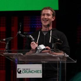 """Mark Zuckerberg, nombrado """"CEO del año"""" en los premios 'Crunchies'"""
