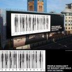 """24 anuncios en los que los códigos de barras se """"fugan"""" del producto para aterrizar en la publicidad"""