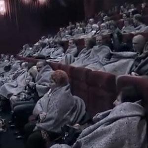 """Una campaña de publicidad """"congela"""" a los espectadores de un cine por una buena causa"""