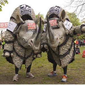 """Un disfraz de rinoceronte para el nuevo vídeo de la campaña """"Better your Best"""" de Asics"""