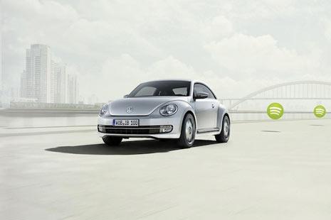 """Volkswagen y Apple se aparean y tienen un """"hijo"""": el coche iBeetle"""