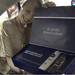 """Nivea """"hace sudar"""" a los pasajeros de un taxi de Ciudad de México en su nueva campaña"""